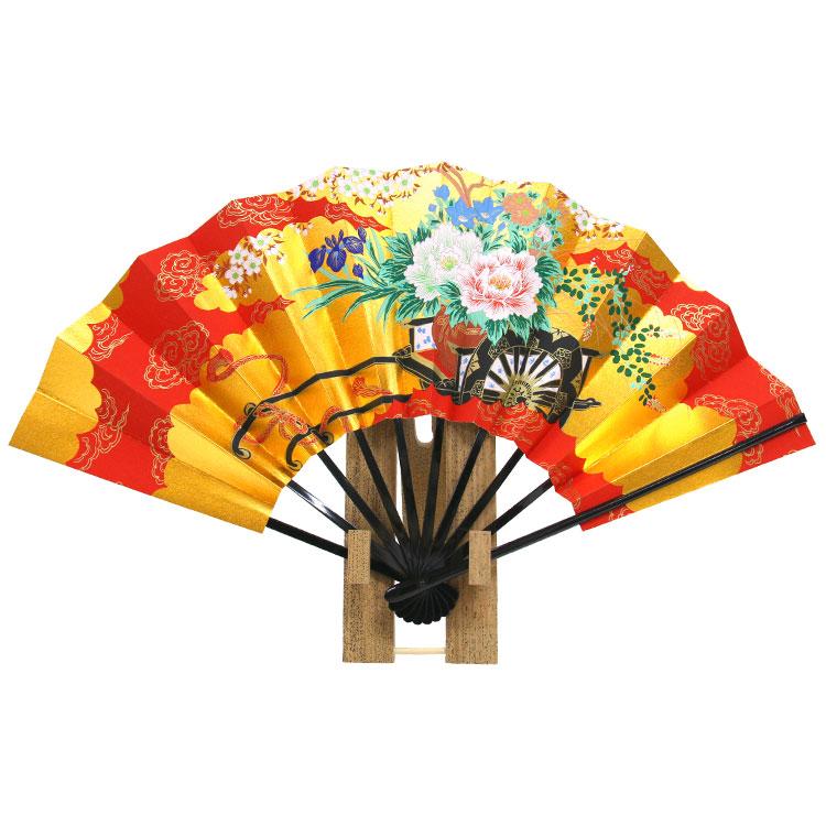 華やかな金地に海外でも人気の桜を描いた京扇子です。