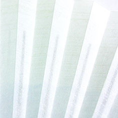 裏面はうっすらと白の刷毛引きが施されています。