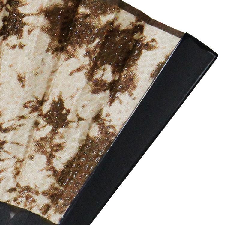 艶やかなシルバー色の塗り骨が高級感を与えます。