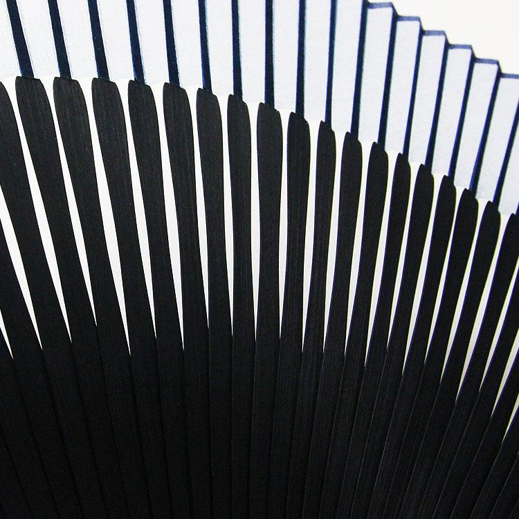 全部で六十本の扇骨は、竹がよくしなり、柔らかな風を送ります。