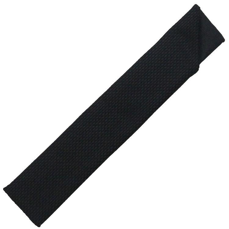 扇子袋は凹凸のある地模様の黒の袋です。
