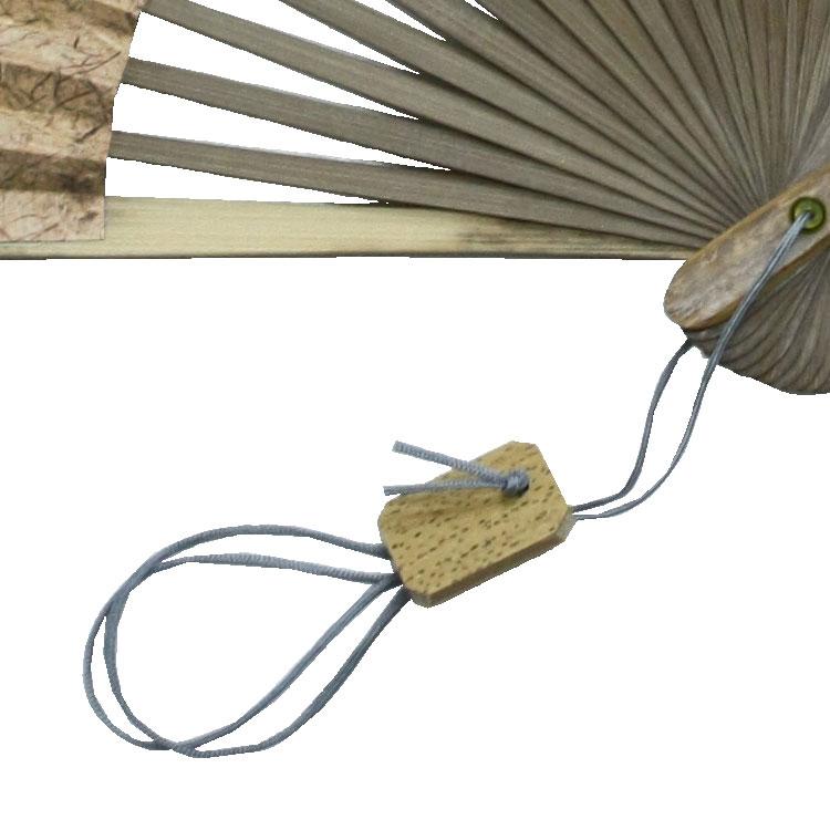 竹を切り出したパーツが手元で揺れます。