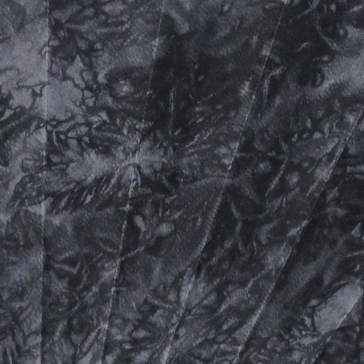 染色は京鹿の子絞の伝統工芸士による絞り染です。