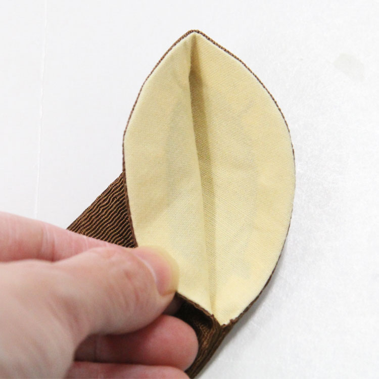扇子袋の裏地は黄色の綿です。