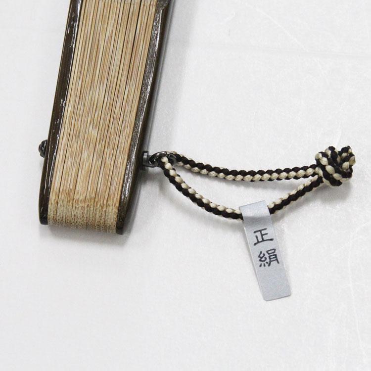 アクセサリーは正絹の京組みひもです。