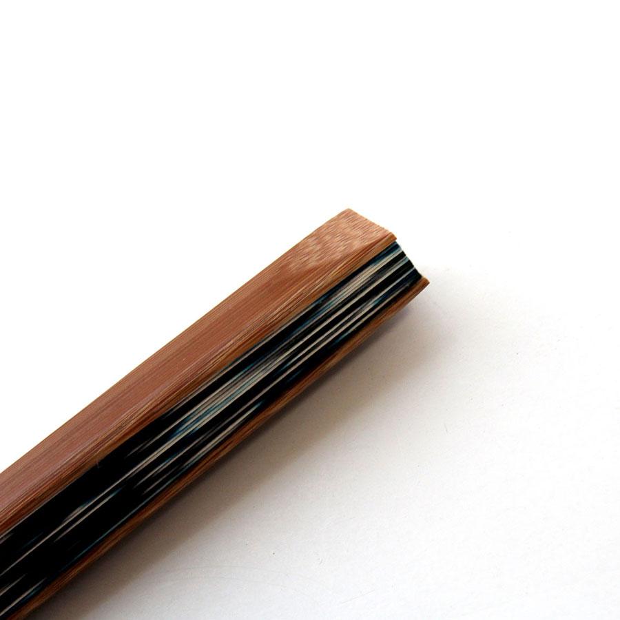 先端に「毛抜き加工」が施された上品な唐木染めの扇子