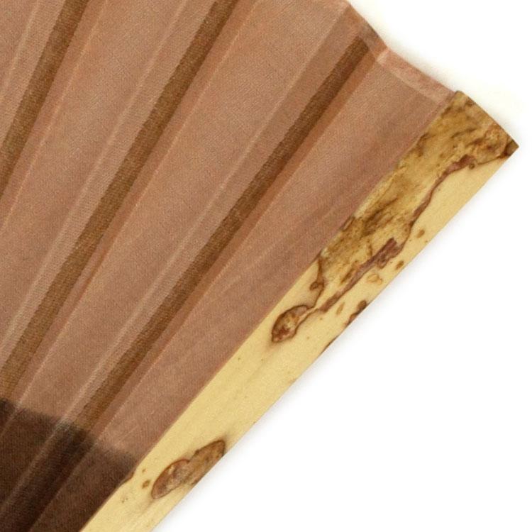 紋竹と呼ばれる斑紋の入った竹を使用しており、1つ1つ斑紋の出方が異なります。