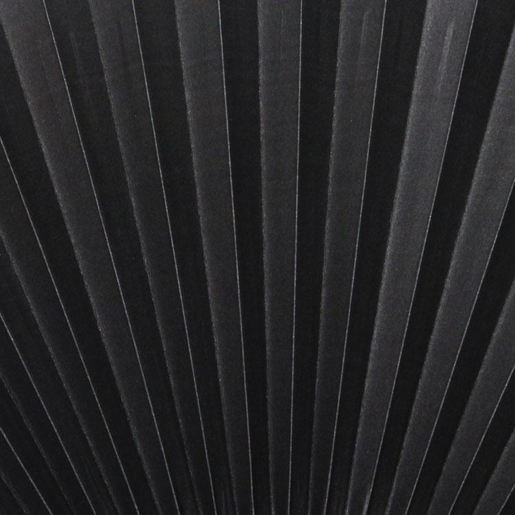 裏面は、無地で扇子の色に合わせた黒になります。