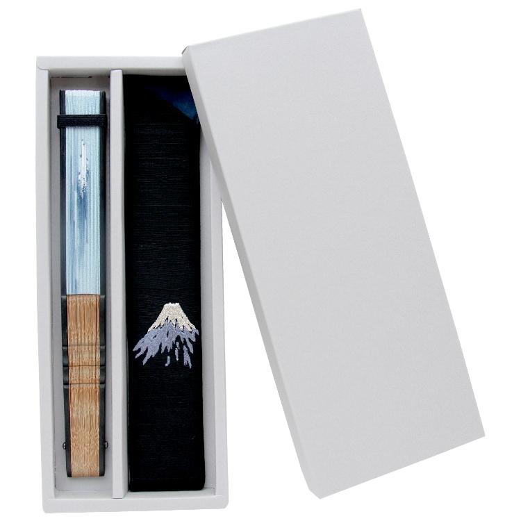 和紙調のシンプルな紙箱に入れてお届けいたします。贈り物にも最適です。