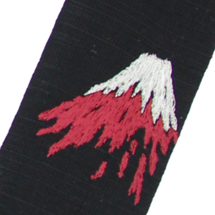 扇面と同じく名峰富士が刺繍された扇子袋