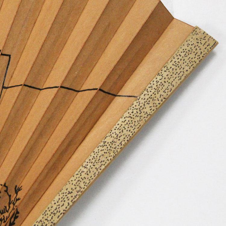 良質のゴマ竹を使用した風合い豊かな親骨です。