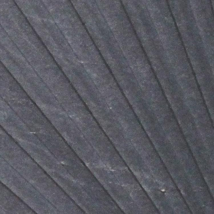裏面は、風合いのあるグレーの和紙に、折り山には黒の脇漆塗りが施されています。