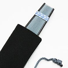 扇子袋は紐で結ぶタイプです。