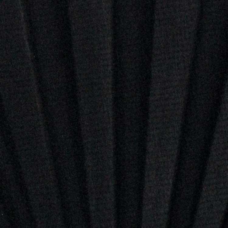 うっすらと地模様の入った黒の扇面。シンプルながらもさりげなく柄をお楽しみ頂けます。