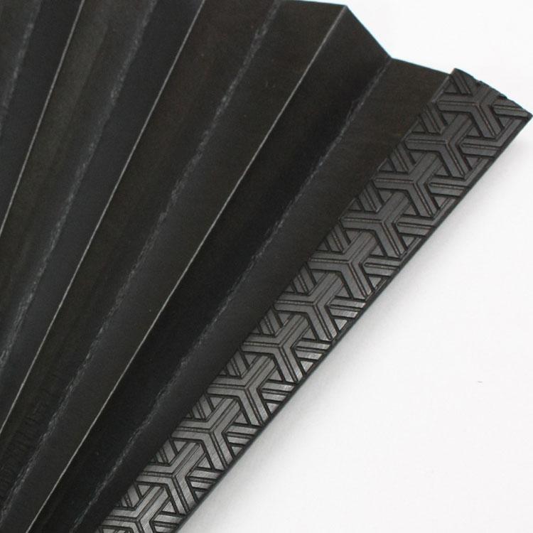 裏面は全色共通で黒です。