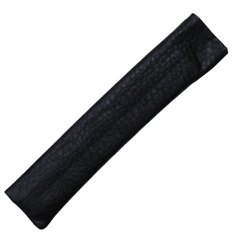 扇子袋は型押しされた黒の本革を使用しています。裏地は「白竹堂」ロゴ入のジャガード生地になっています。