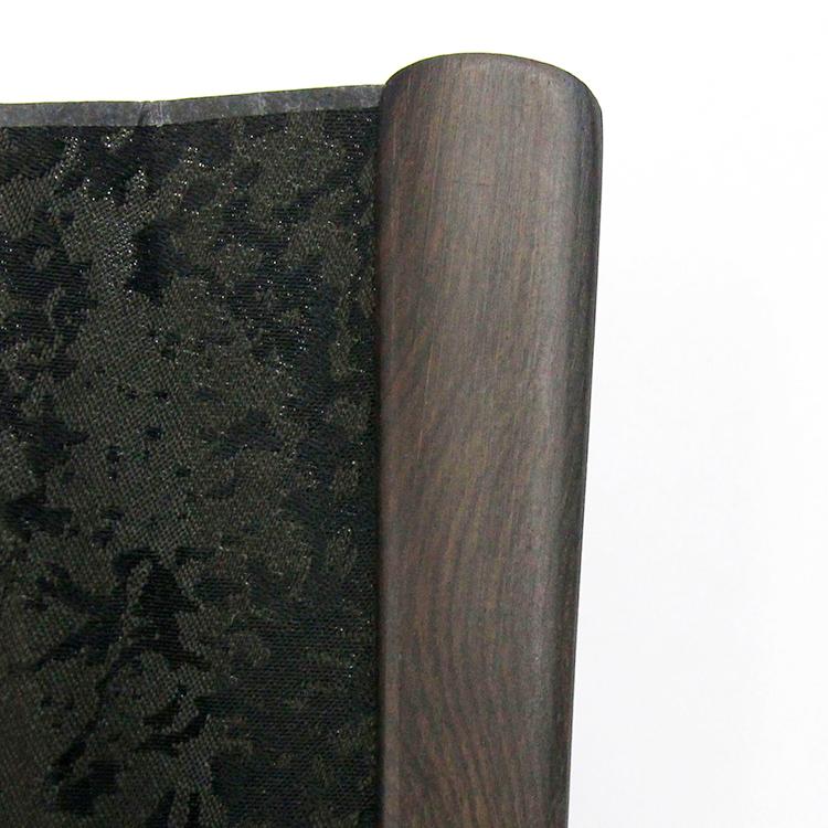 黒檀独特の木目を生かした親骨です。