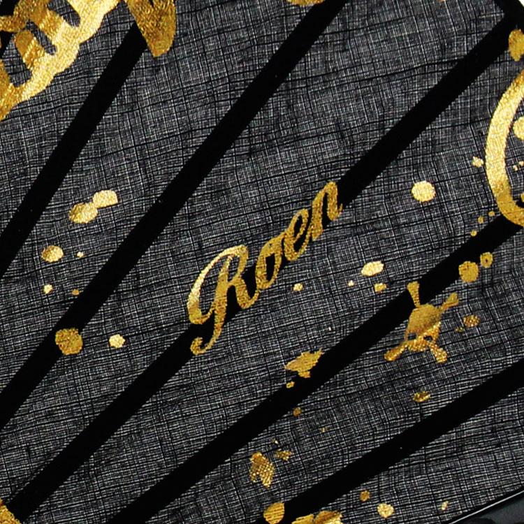 Roenのロゴとワンポイントのスカルがプリントされています。