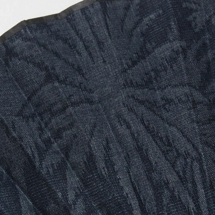 ジャガード織でヤシの木を描いた扇面。