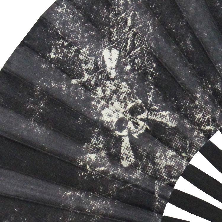 上質で軽く柔らかい羊皮の扇面に、ワイルドなスカルがプリントされています。