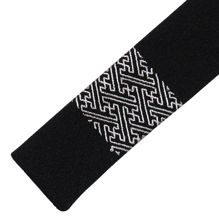 扇面と同じ紗綾形文様がプリントされた扇子袋。(3色とも同じ扇子袋がセットされています。)