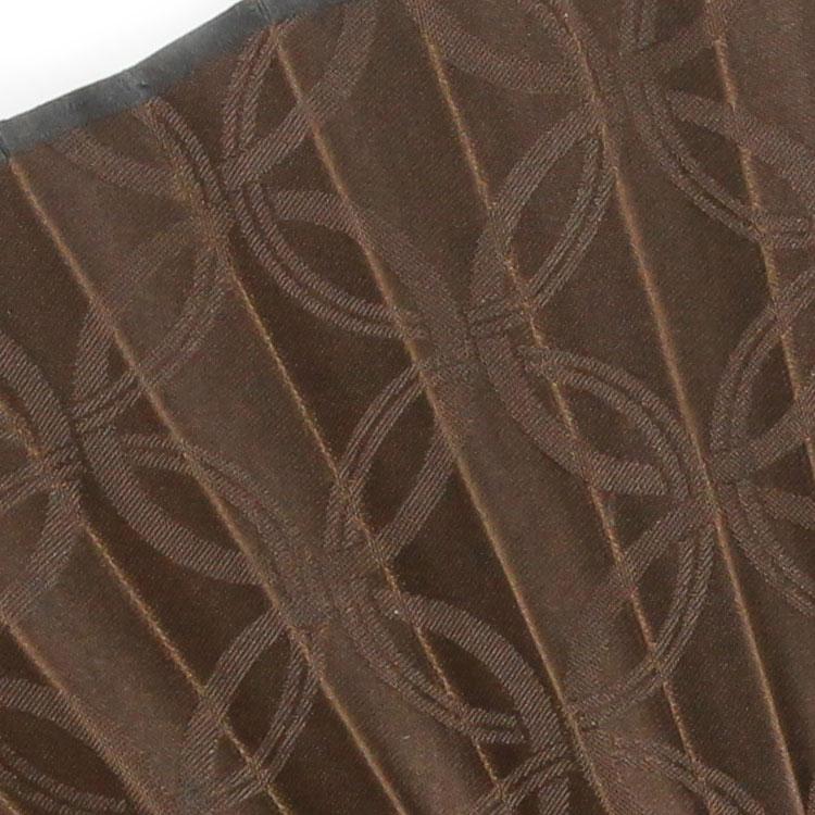 少し光沢のあるジャガード織りで七宝柄を表現した扇面。