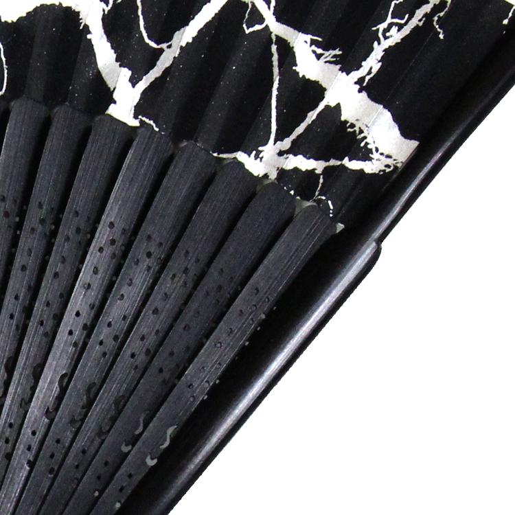 スタイリッシュなカラーに銀粉を使用し、高級感を演出させます。