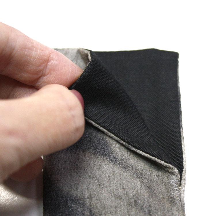 扇子袋はシルクで内側は黒の綿です。