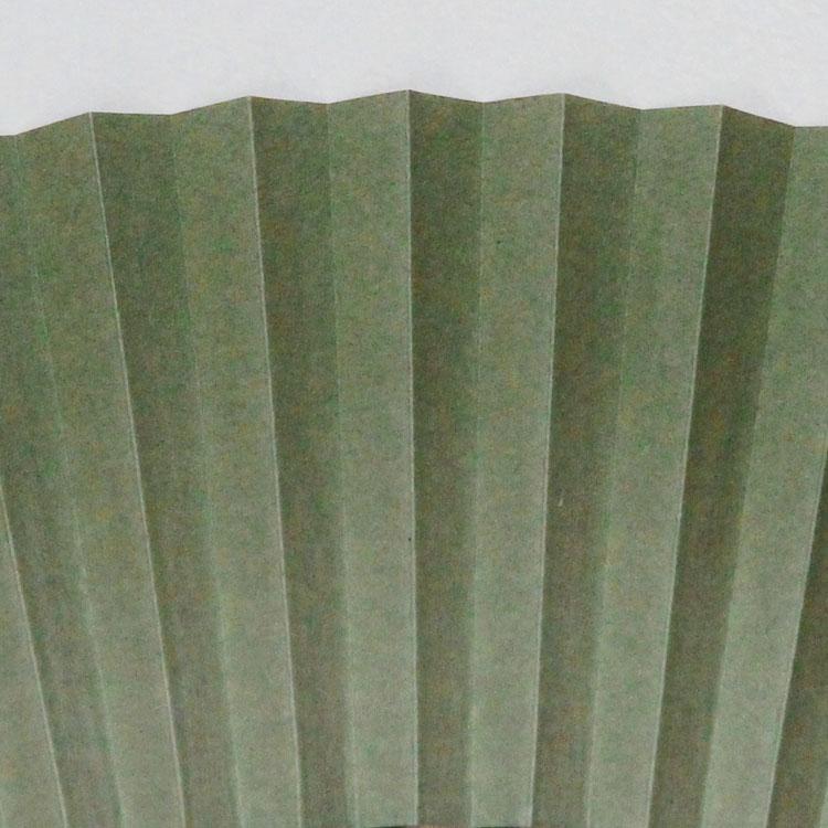 扇面はシンプルな中にも美しいグラデーションが施されています。