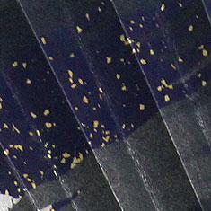 扇面には細やかな箔が散りばめられ高級感と上品さを演出します。