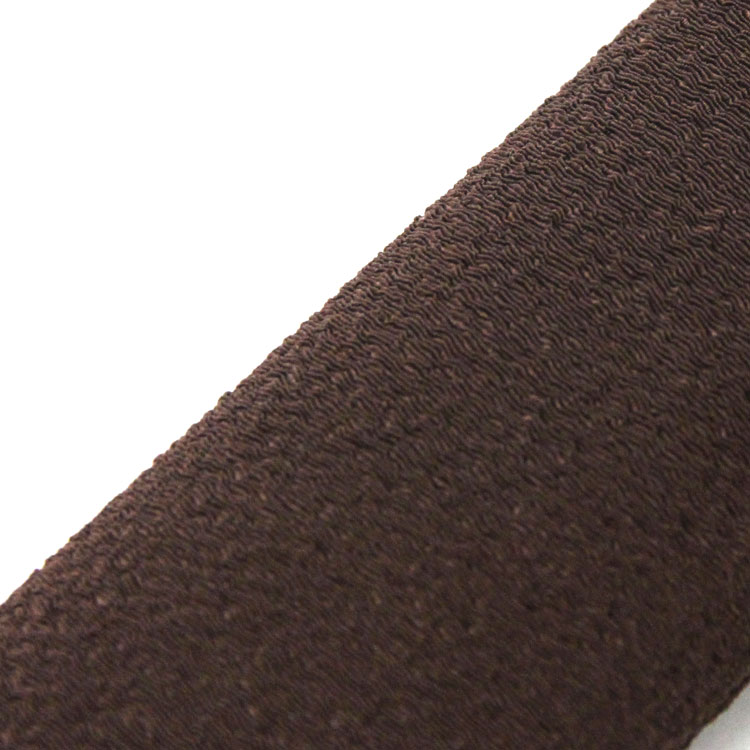 ちりめん素材のシンプルなデザインの扇子袋が付きます。