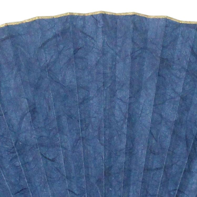 クワ科の植物、楮(コウゾ)の長い繊維を散らせて漉きこんだ和紙を使用