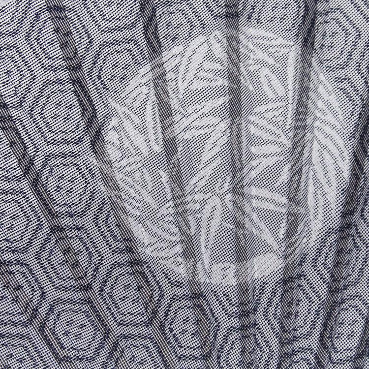藍は「亀甲紋」、千歳緑は「菱紋」を紗の西陣織で表現いたしました。