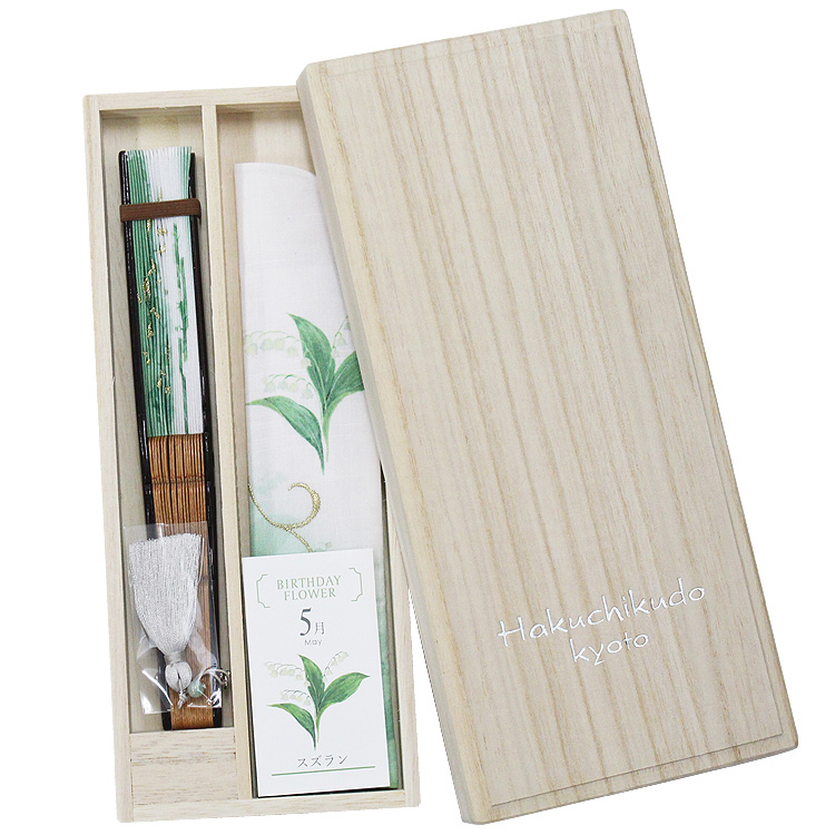 高級感のある桐箱に花ことば、石ことばを添えたカードお入れしてお届けします。贈り物にも最適です。