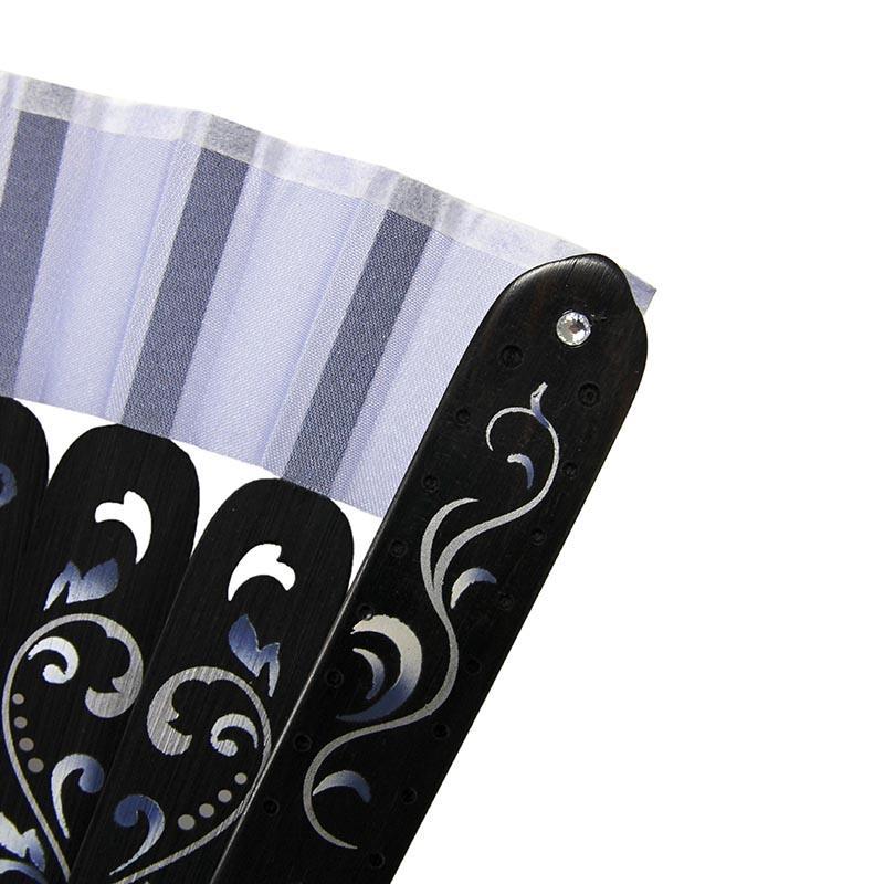 黒檀・紫檀にラインストーンと螺鈿の象嵌を施した、贅沢な親骨。