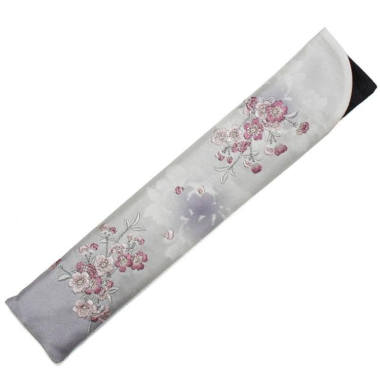 刺繍が細やかな扇子袋(ブラック)。