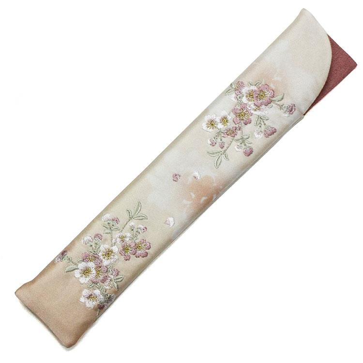 刺繍が細やかな扇子袋(モカベージュ)