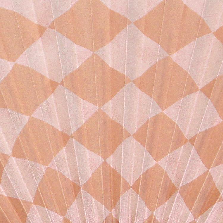 表面は華やかな色合いの市松模様。