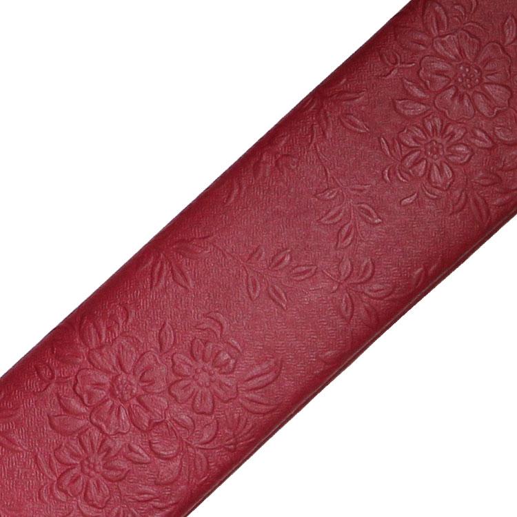 扇子袋も扇子と同じ型押しの牛革を使用しています。