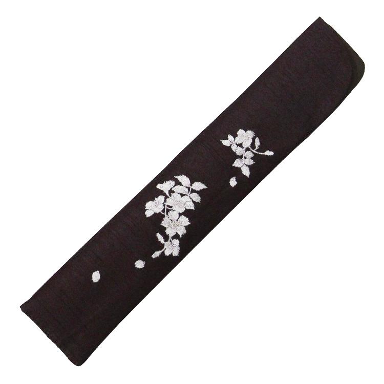 扇子袋は扇子と同じイメージの刺繍をしています。