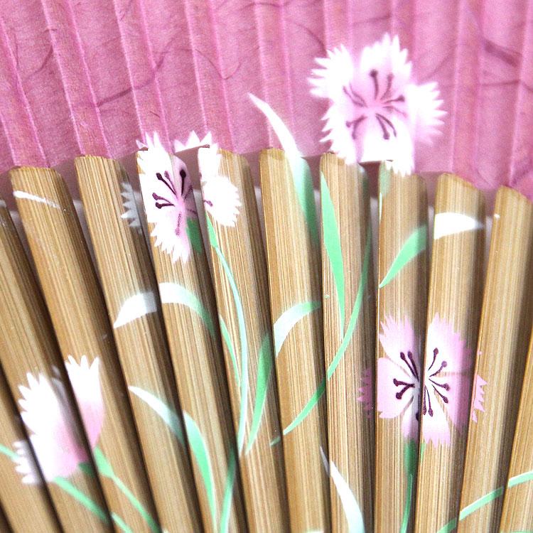 仲骨には職人が丁寧に絵付けした花々が描かれています。