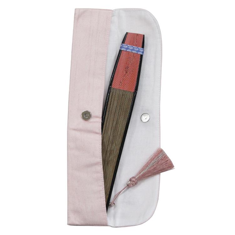 扇子袋は刺繍入りで取り出しやすいマグネットボタンタイプです。