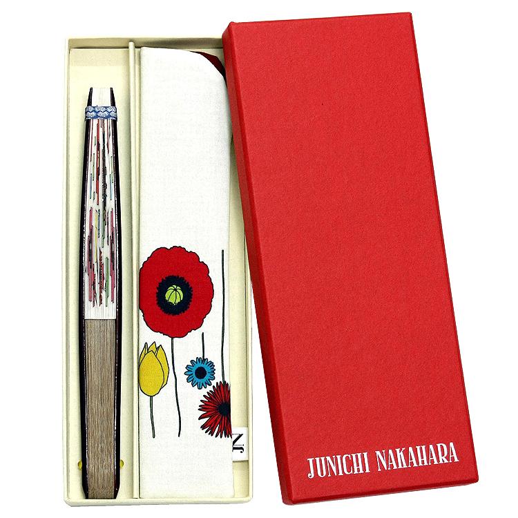 かわいい赤のフタに、白でロゴの箔押しを施した、特別な紙箱です。