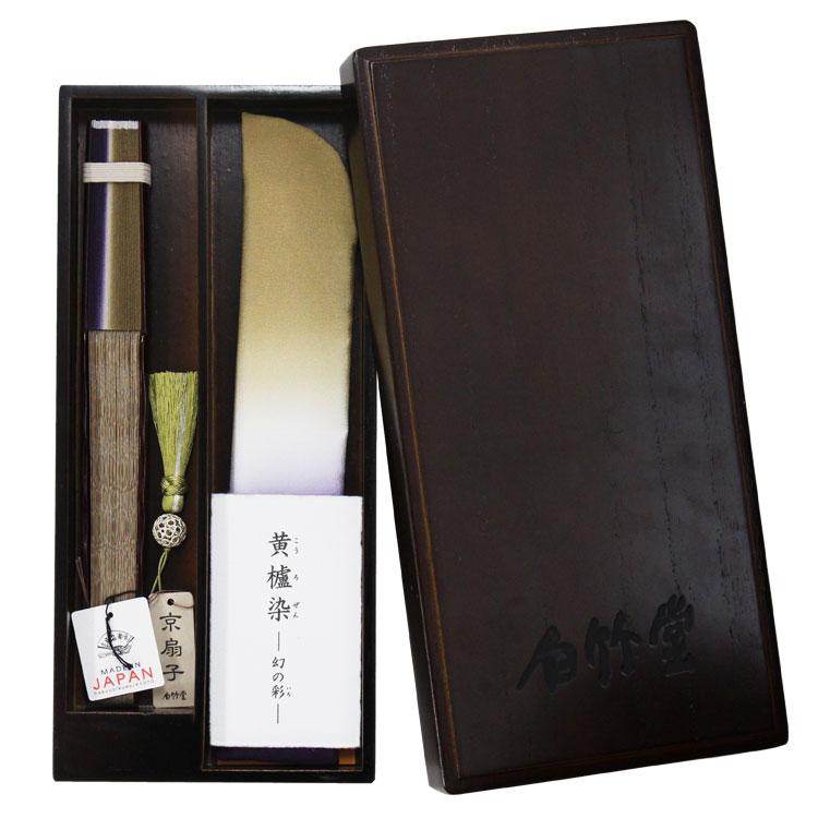 桐に柿渋を塗った高級感のある塗り箱はニーシャブランドの為に作られた特注品です。