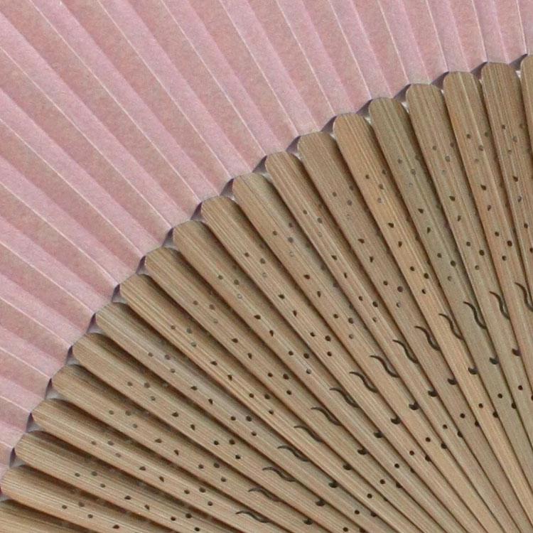 仲骨部分が広く、竹がよくしなり優しい風を送ります。