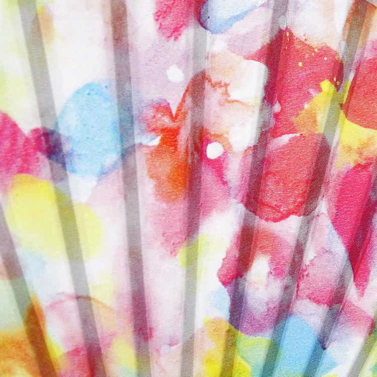 """日本画の顔料を使い描いた、5色の""""想い色""""を扇面にプリントしました。"""