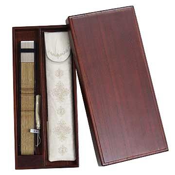 贈物にも最適な、桐箱に入れてお届けします。
