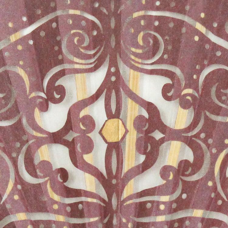 柔かな曲線で描かれた切り絵が美しい京扇子です。扇面は繊細な切り絵と薄手のシルクを張り合わせており、美しさと耐久性の両方を兼ね備えております。