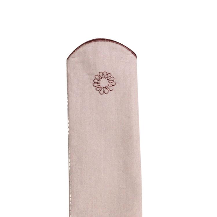 扇子袋の裏側にも刺繍がされています。