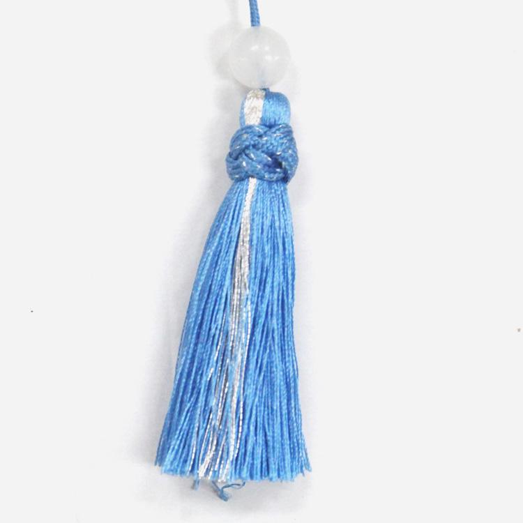 銀糸をあしらった涼しげなブルーのタッセル。